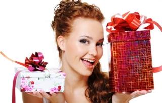 50 идей нужных подарков молодой маме на день рождения