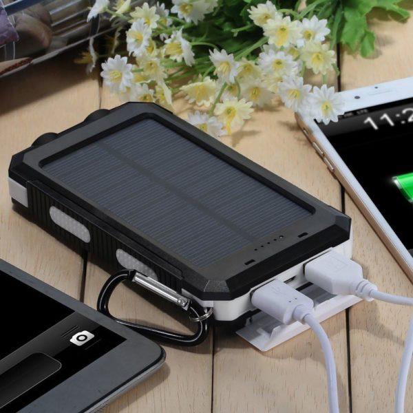 Зарядка для гаджетов на солнечной батарее