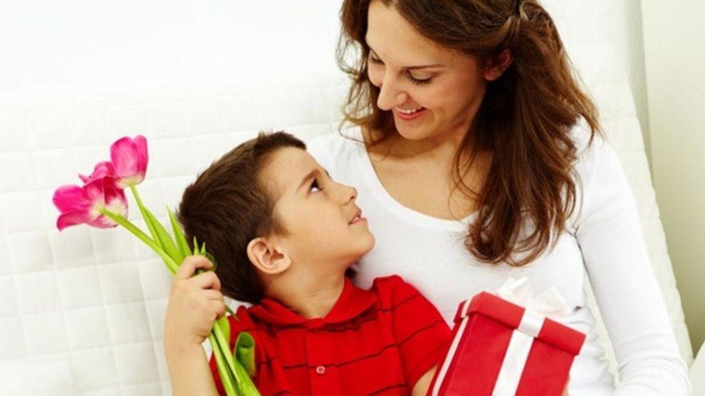 Что подарить на 8 Марта жене, девушке, маме?