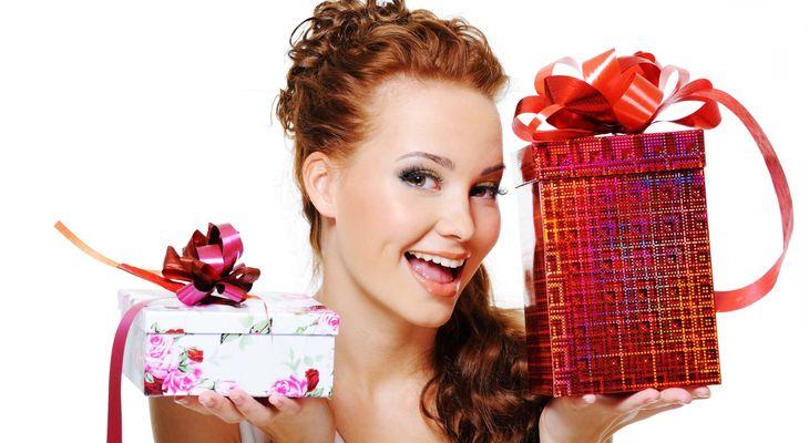50 идей интересных подарков молодой маме на день рождения