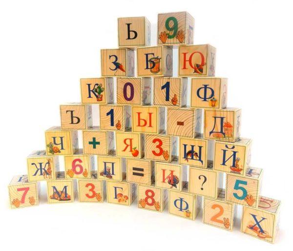 Деревянные кубики с картинками и буквами
