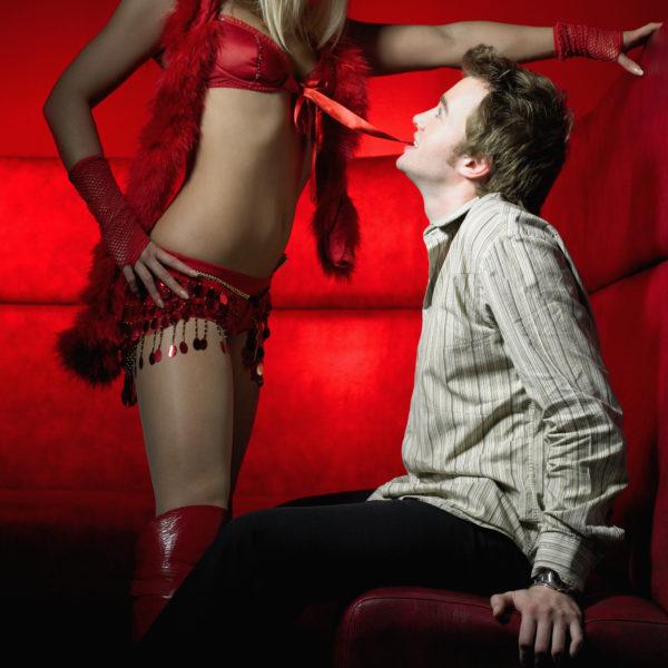 Эротический танец в собственном исполнении