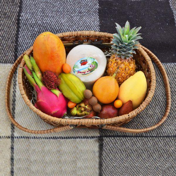 Набор или букет из экзотических фруктов