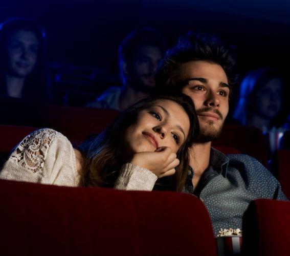 Поход в кино на романтический фильм