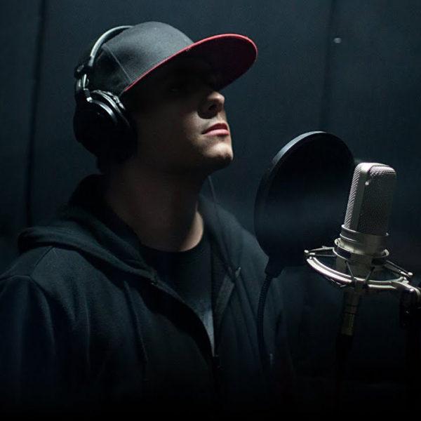 Сочинить и спеть песню