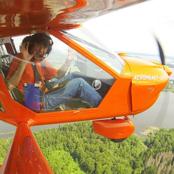 Тренировочный полет на вертолете или самолете
