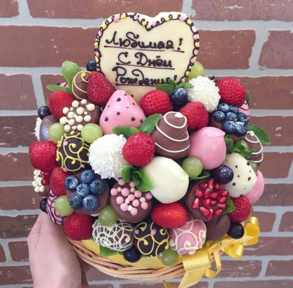 Букет из фруктов в шоколаде